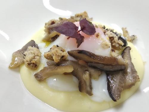 uovo e crumbe di funghi